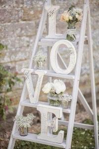 escalera-madera-blanca-decoracion-boda