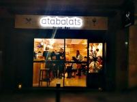 Rótulo de madera con letra corporea retroiluminada para restaurante Atabalats Gastrobar
