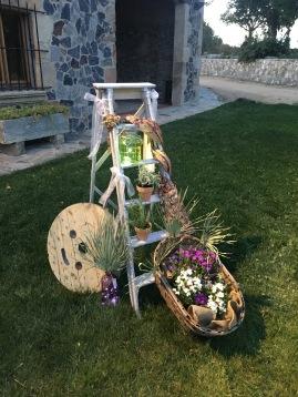 Escarelas decoradas para boda / canastos con flores