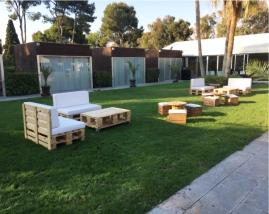 Sofa de Palets 120 x 80 cm con funda d epolipiel blanca /Mesa de centro de palets 120 x 80 cm
