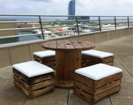 Mesa de Bobina / Puff de cajas de fruta con asiento de polipiel nautica