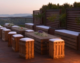 Mesa de madera / bancos de madera con asiento de polipiel Nautica / Puff verticales